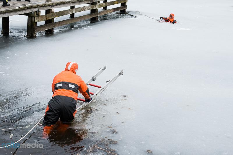 Im Eis eingebrochen - Flensburger Berufsfeuerwehr probt den Ernstfall