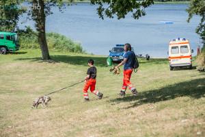 Mit speziellen Mantrailer-Hunden wurde in Selk nach der vermissten gesucht - © Benjamin Nolte / www.bos-inside.de