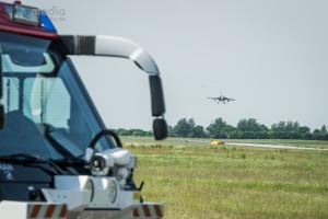 Ein Kampfflugzeug vom Typ Tornado im Anflug
