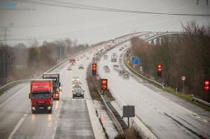 LKW Fahrer ignorieren das Fahrverbot auf der Rader Hochbrücke