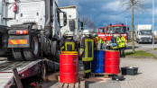 Tank aufgerissen - 300 Lieter Diesel in Kanalisation - Foto: Benjamin Nolte / www.bos-inside.de